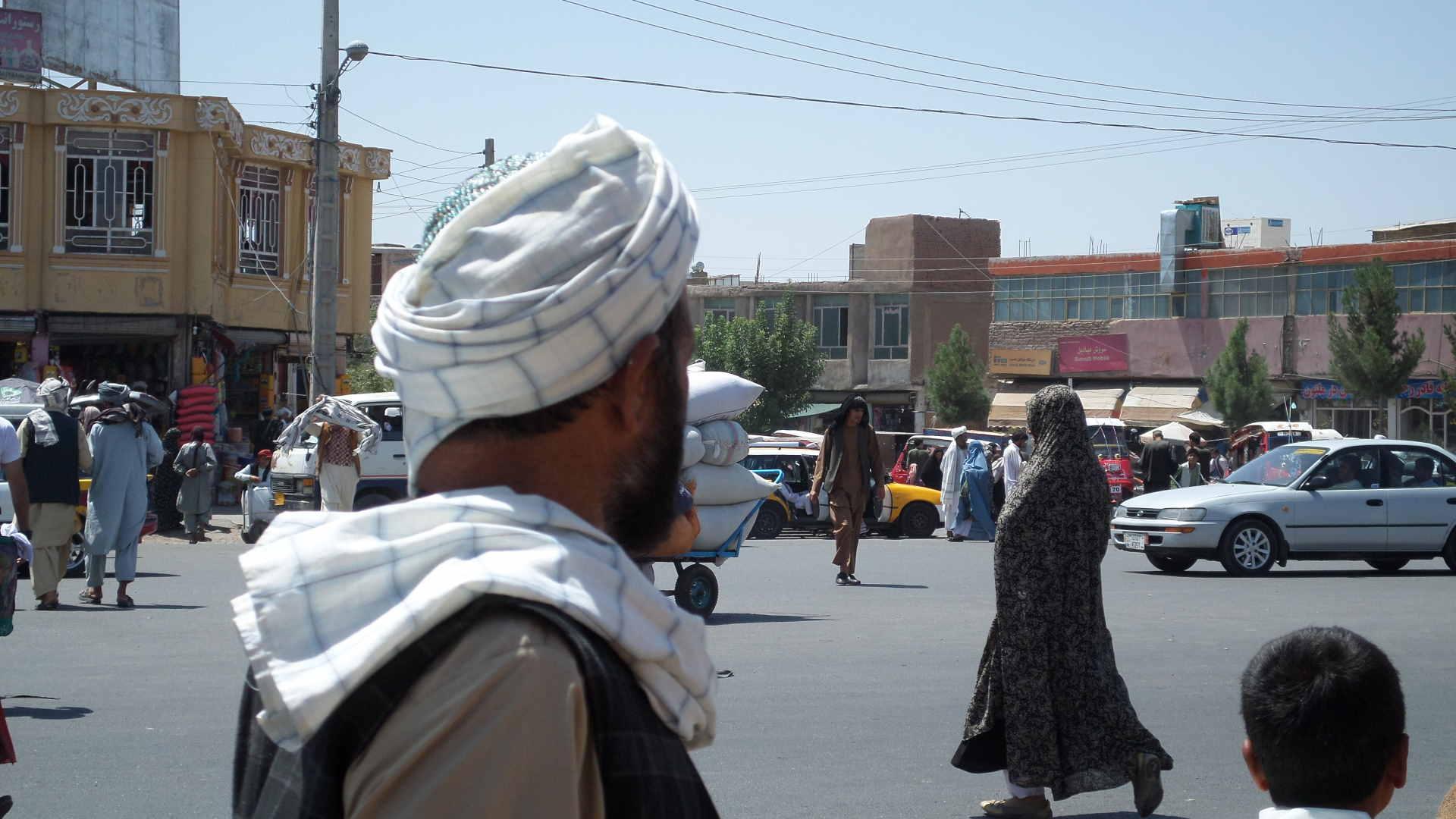 Afbeelding: Afghanistan, dagelijks leven, man in traditionele kledij