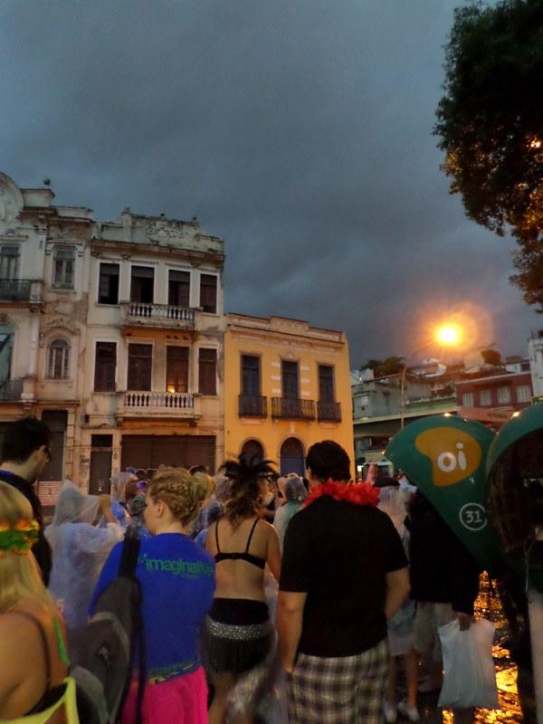 regen, op weg naar het sambadome, carnaval Rio de Janeiro