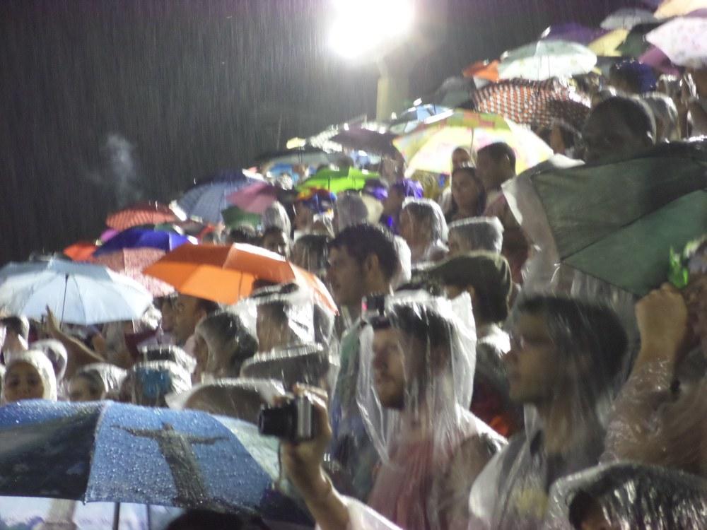 Noodweer en regen in het Sambadome, carnaval in Rio de Janeiro