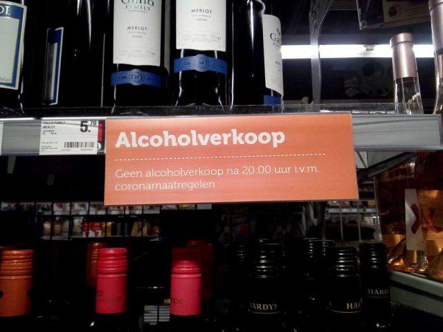 Afbeelding: Geen alcoholverkoop na 20:00 uur i.v.m. coronamaatregelen.