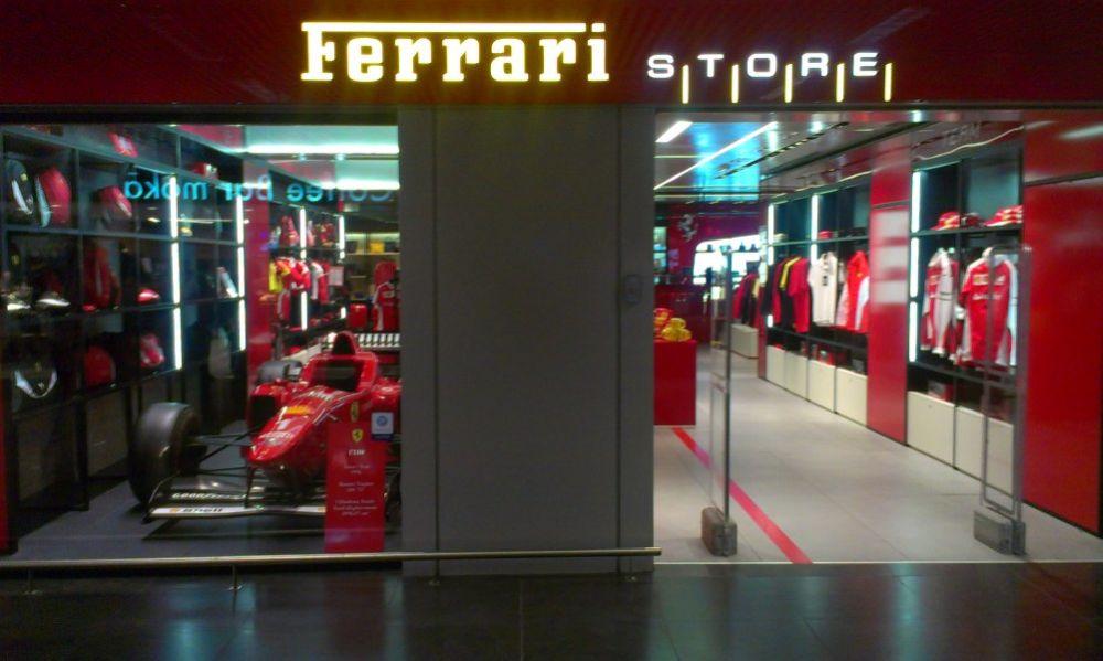 Ferrari store op het vliegveld van Rome